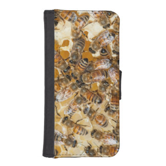 Bee keeping at Arlo's Honey Farm iPhone SE/5/5s Wallet Case