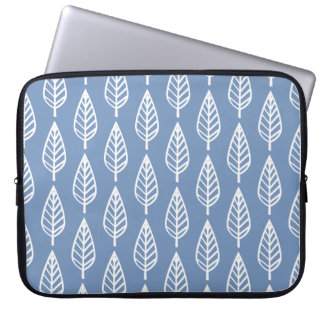 Beech leaf pattern - Sky blue and white Laptop Sleeve