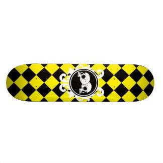 Begird la cubierta (amarilla) del monopatín del éb tablas de patinar