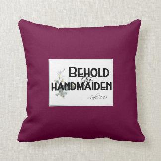 Behold al handmaid…. cojín decorativo