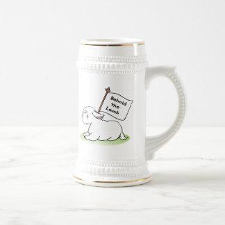 Behold el cordero taza