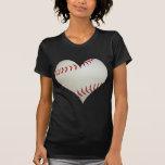 Béisbol americano en una forma del corazón playera