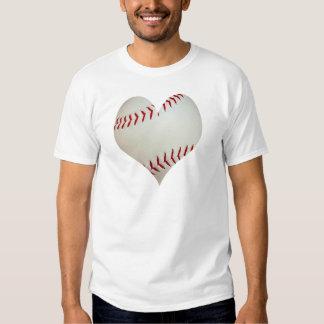 Béisbol americano en una forma del corazón remeras