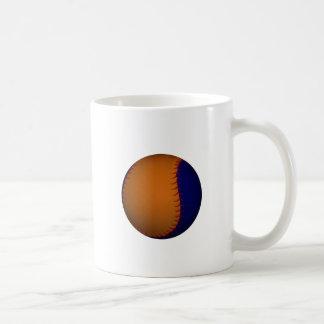 Béisbol anaranjado y azul taza básica blanca