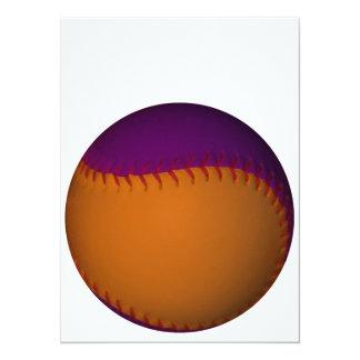 """Béisbol anaranjado y púrpura invitación 5.5"""" x 7.5"""""""