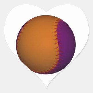 Béisbol anaranjado y púrpura pegatina en forma de corazón