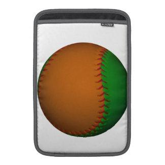 Béisbol anaranjado y verde fundas MacBook