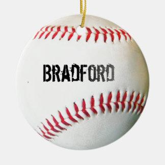 Béisbol blanco con nombre o el texto personalizado adorno navideño redondo de cerámica