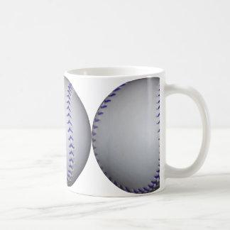 Béisbol con las puntadas azules taza básica blanca