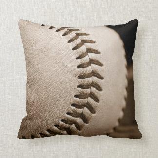 Béisbol en almohada de tiro de la sepia
