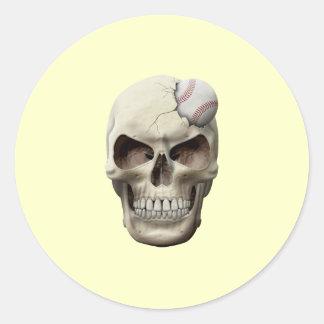 Béisbol en cráneo pegatina redonda