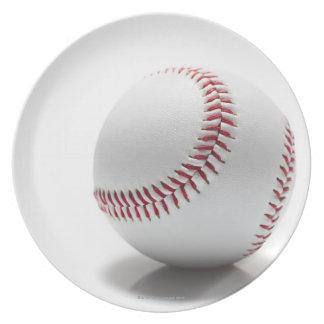 Béisbol en el fondo blanco platos para fiestas