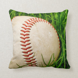 Béisbol en la almohada alta de GrassThrow del vera