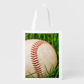 Béisbol en la hierba alta del verano bolsas de la compra