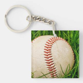 Béisbol en la hierba llavero cuadrado acrílico a doble cara