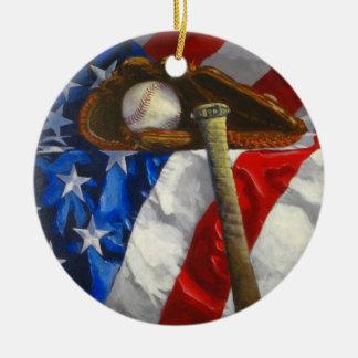 Béisbol, guante, palo y bandera americana adorno navideño redondo de cerámica