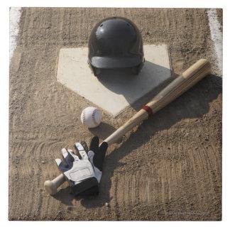Béisbol, palo, guantes de bateo y béisbol azulejo cuadrado grande