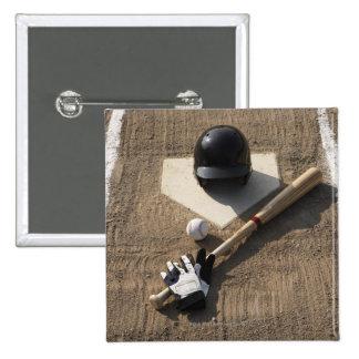 Béisbol, palo, guantes de bateo y béisbol pin cuadrado