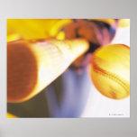 Béisbol que entra en contacto con del palo poster