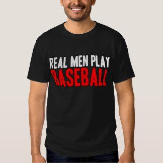 Béisbol real del juego de los hombres camisas