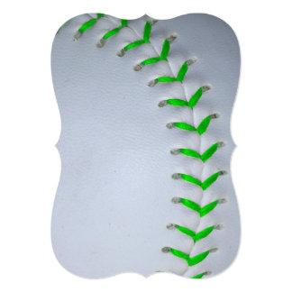 """Béisbol/softball verdes claros de las puntadas invitación 5"""" x 7"""""""