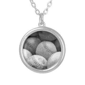 Béisboles del vintage en blanco y negro pendientes