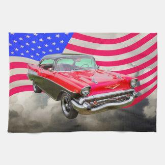 Bel Air 1957 de Chevrolet y bandera americana Toalla