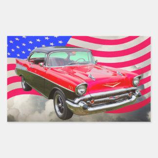 Bel Air 1957 de Chevrolet y bandera americana Pegatina Rectangular