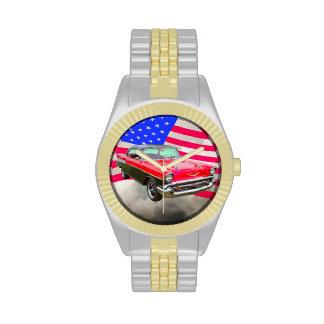 Bel Air 1957 de Chevrolet y bandera americana Relojes