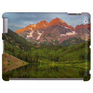 Belces marrón reflejan en el lago marrón tranquilo funda para iPad