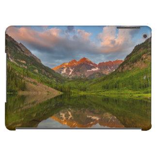 Belces marrón reflejan en el lago marrón tranquilo funda para iPad air