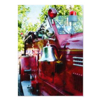 """Bell en el coche de bomberos invitación 5"""" x 7"""""""
