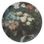 Bella arte floral con la placa de los pensamientos platos de comidas