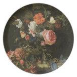 Bella arte floral con la placa de los rosas plato