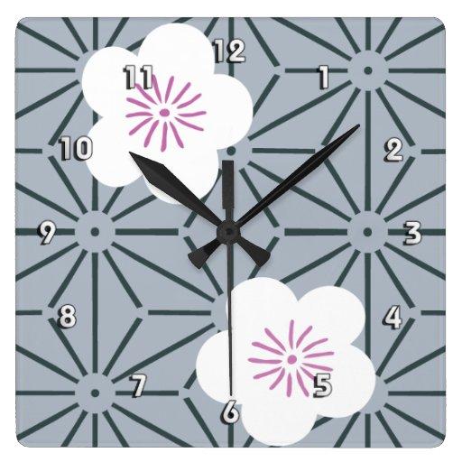 Bella arte floral japonesa del modelo del kimono reloj cuadrado