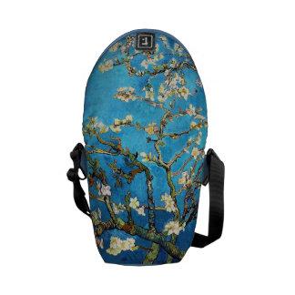 Bella arte floreciente del árbol de almendra de bolsa de mensajeria