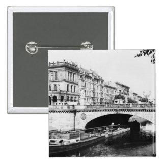 Belleza-Alliance tiende un puente sobre, Berlín, c Pins