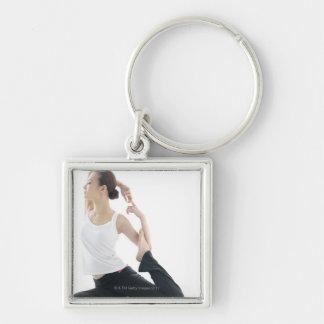 belleza de la mujer joven, yoga 2 llavero cuadrado plateado