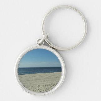 Belleza de la playa llavero redondo plateado