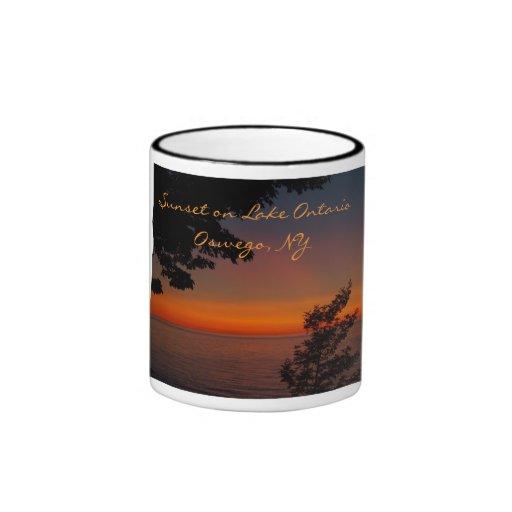 belleza de la puesta del sol, puesta del sol en el tazas de café