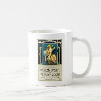 Belleza de Marion Davies digno de anuncio de la Taza Clásica