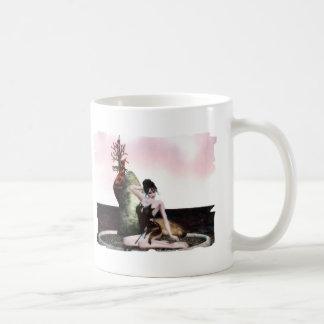 Belleza del amanecer taza básica blanca