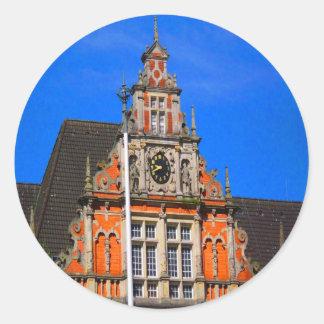 Belleza del ayuntamiento antiguo de Harburg del Pegatina Redonda