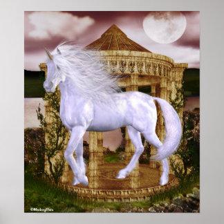 Belleza del blanco del unicornio poster