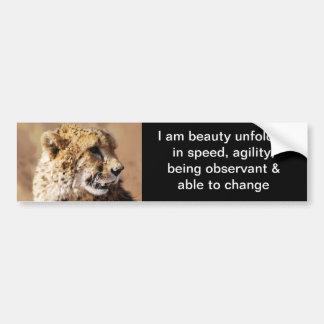 Belleza del guepardo con los colmillos etiqueta de parachoque