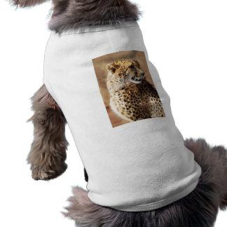Belleza del guepardo con los colmillos playera sin mangas para perro