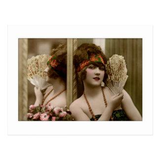 Belleza del Victorian con la fan y la reflexión Tarjetas Postales