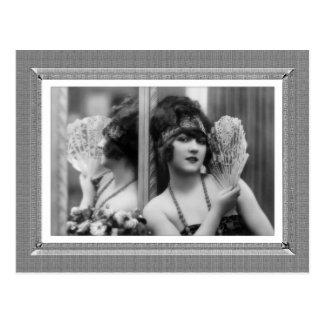 Belleza del vintage - reflexión - en negro y postal