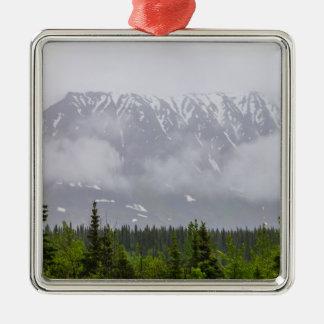 Belleza detrás de las nubes adorno navideño cuadrado de metal