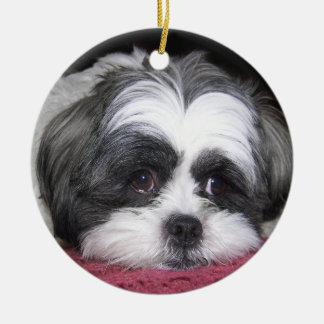 Belleza el perro de Shih Tzu Adorno Navideño Redondo De Cerámica